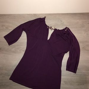 2B Bebe cold shoulder chain accent top